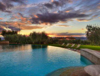 Borgobrufa SPA Resort - piscina esterna al tramonto