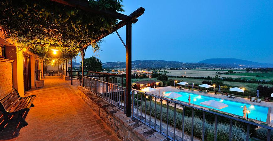 Ripa Relais Colle del Sole piscina esterna al tramonto