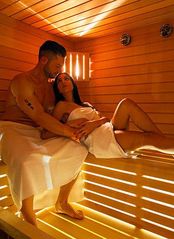 Start Relax - coppia rilassata in sauna