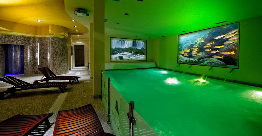 Hotel Benessere Villa Fiorita piscina interna e area relax