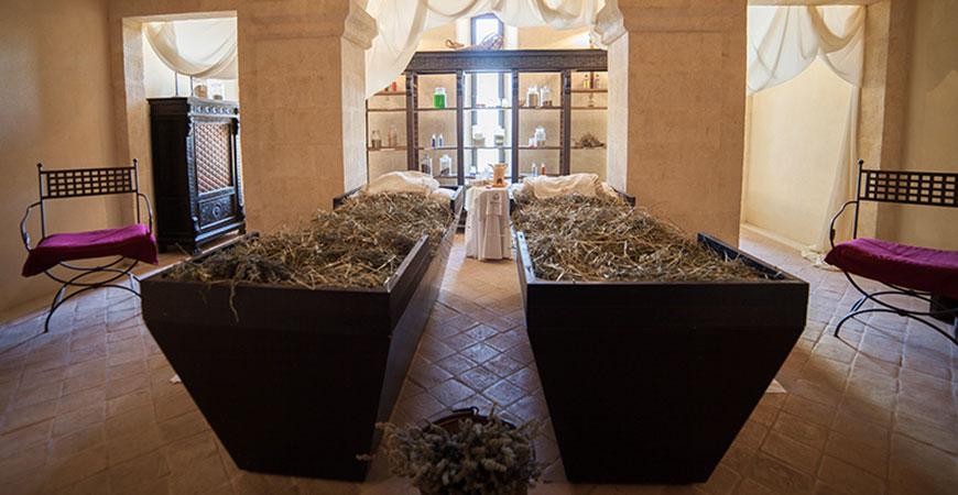 Antico Monastero San Biagio - sala per massaggio con fieno