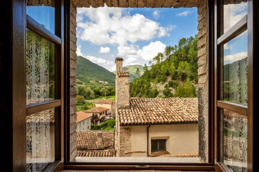 Vista panoramica dall'Hotel Torre del Nera su borgo