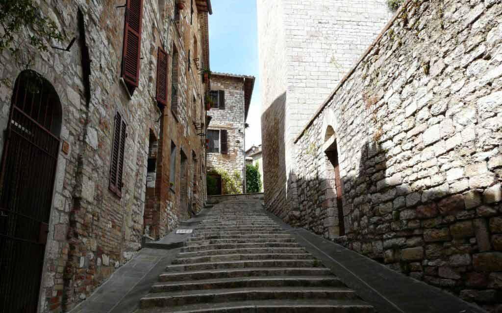 Strade antico e medievale borgo dell'umbria