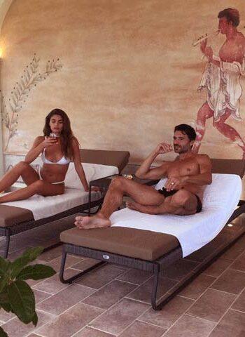 Uomo e donna in SPA - pacchetto esperienza etrusca