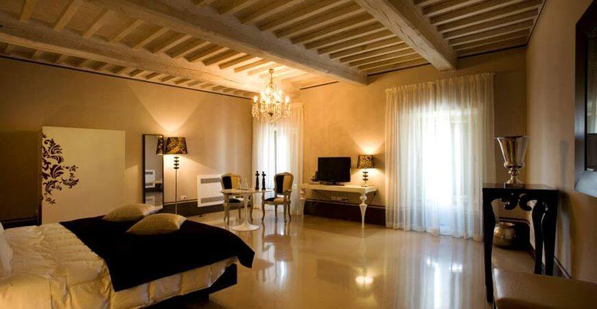 Camera antica e elegante dell'Hotel Palazzo Bontadosi