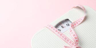 Bilancia e centimetro - perdere peso: 6 trucchi per farlo in modo sano
