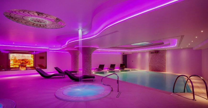 Area piscina con vasche idromassaggio del centro benessere di Valle di Assisi Hotel SPA & Resort