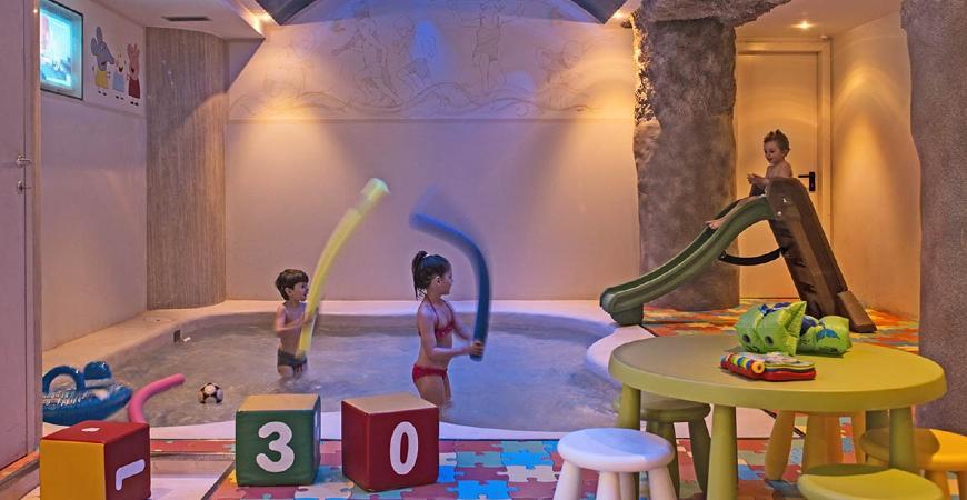 Bambini che giocano nella Baby SPA del centro benessere Valle di Assisi Hotel SPA & Resort