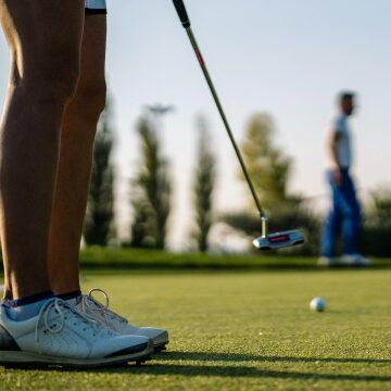 Persona che fa golf nell'Assisi Golf Club - Valle di Assisi Hotel Spa & Resort - Pacchetto Golf & Wellness