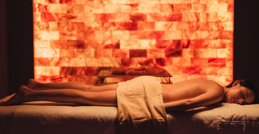 Massaggio nella stanza del sale di Valle di Assisi Hotel SPA & Resort