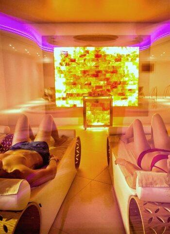 Una coppia rilassata nella SPA di Valle di Assisi Hotel & SPA Resort - pacchetto day spa con camera