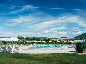 Piscina con vista di Valle di Assisi Hotel SPA & Resort