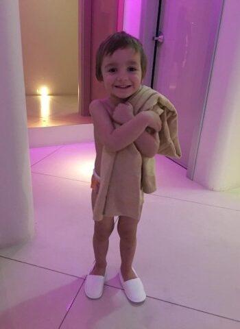 Bambina nella baby spa di Valle di Assisi Hotel &